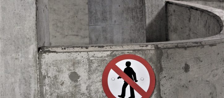 no people sign on cement wall